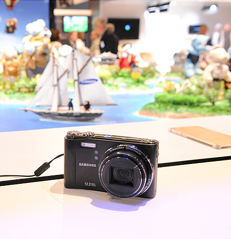 Samsung digital cameras at PMA